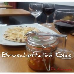 Bruschetta im Glas mit Pizzabrot*